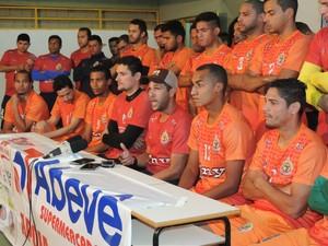 Jogadores do Sete cobram apoio do poder público (Foto: Renato Giansante/Sete)