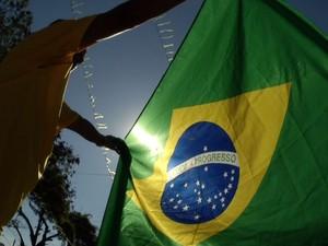 Torcedores de Resende, RJ, acompanharam o jogo no bairro Paraíso (Foto: Reprodução/TV Rio Sul)