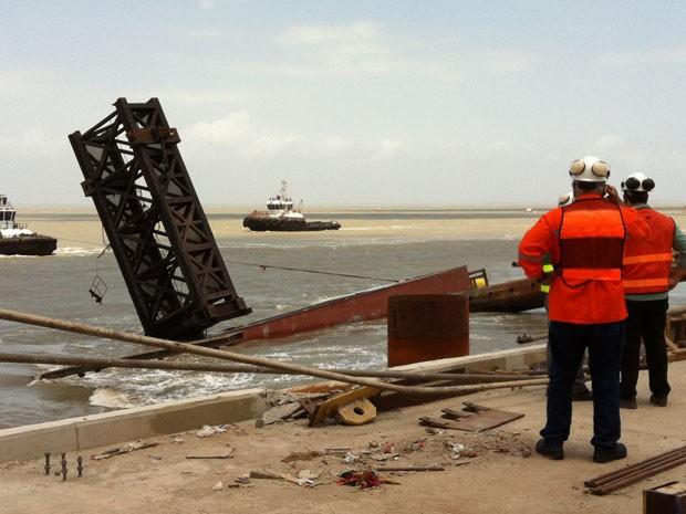 Apenas parte de uma das colunas de sustentação do equipamento está sobre a superfície. (Foto: Reprodução)