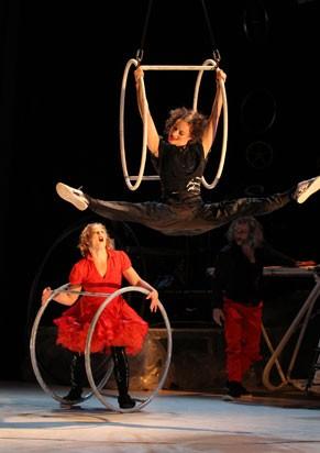 Cia Cirk la Putyka: primeira apresentação circense no Municipal  (Foto: Divulgação)