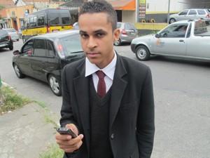 Leonardo Lourenço, que falou sem errar o celular em três partes (Foto: Márcio Pinho/G1)