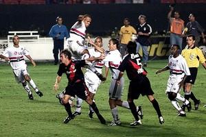Luis Fabiano São Paulo River Plate 2003 (Foto: Foto: Marcelo Ferrelli / Gazeta Press)