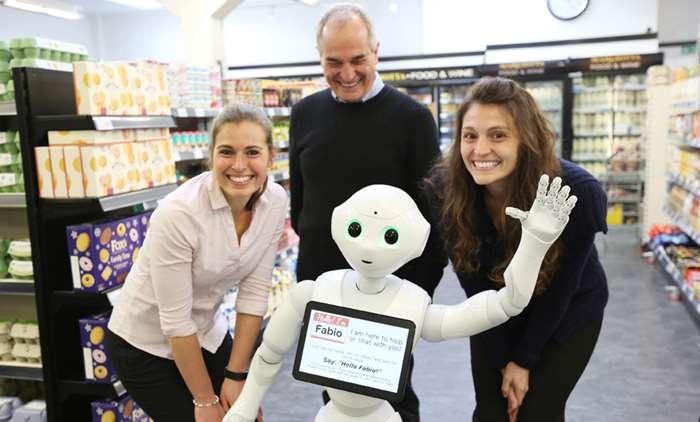Robô Fabio não teve uma boa experiência em seu emprego (Foto: Divulgação)
