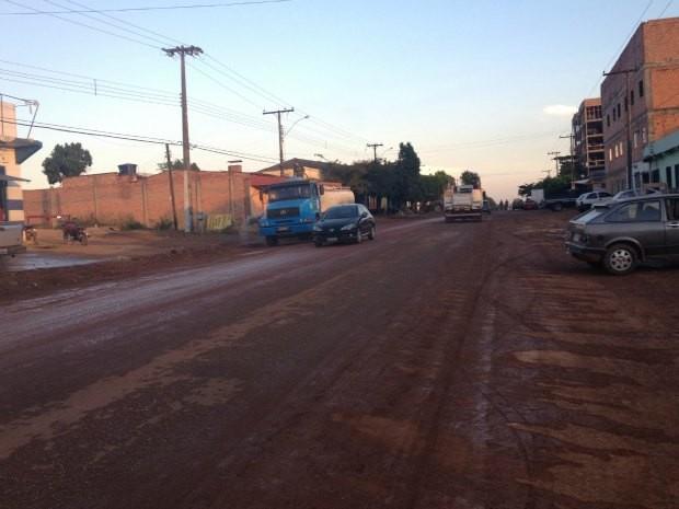 Rua Buenos Aires vai receber mais de dois quilômetros de asfalto. (Foto: Flaviane Azambuja/G1)