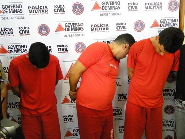 Thiago Silva Santos, Fernando de Oliveira e Frederico Mendes Martins são suspeitos de integrar quadrilha especializada a roubo de residências (Foto: Alex Araújo/G1)