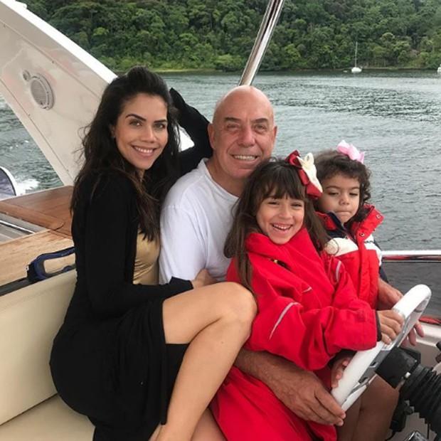 Daniela Albuquerque e Amílcare Dallevo com as filhas Alice e Antonella (Foto: Reprodução/Instagram)