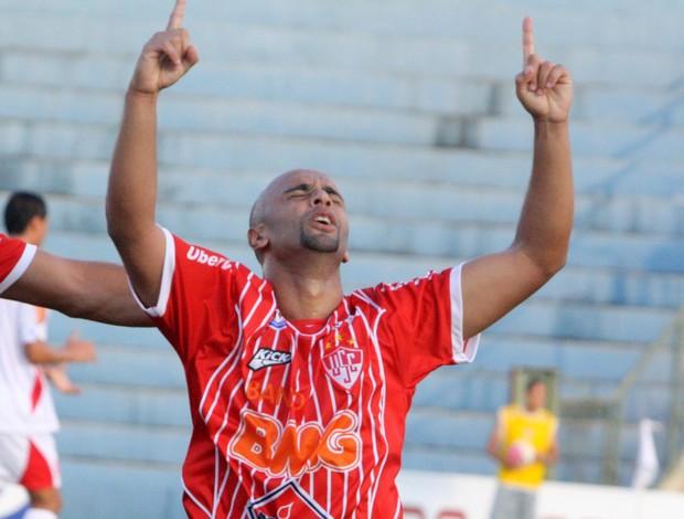 Araújo marcou na primeira partida atuando pelo Uberaba, contra o Guarani-MG (Foto: Enerson Cleiton / GLOBOESPORTE.COM)