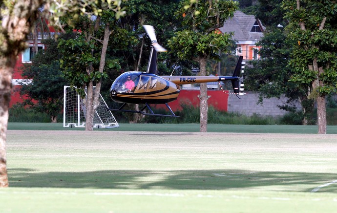 Helicóptero goleiro Paulo Julio, Flamengo (Foto: Cezar Loureiro / O Globo)