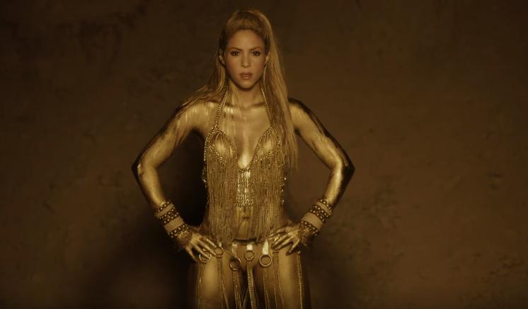 Shakira no clipe de Perro Fiel (Foto: Reprodução/YouTube)