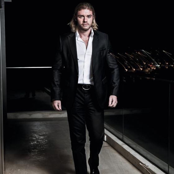 Thor Batista em sua casa. (Foto:   Stefano Martini / Edições Globo Condé Nast.)