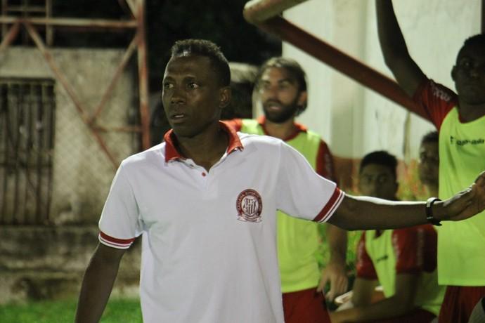 Paulo Isidoro técnico do Caiçara (Foto: Emanuele Madeira/GloboEsporte.com)