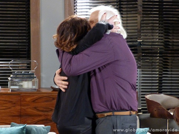 Os dois trocam um beijo ardente (Foto: Amor à Vida/ TV Globo)