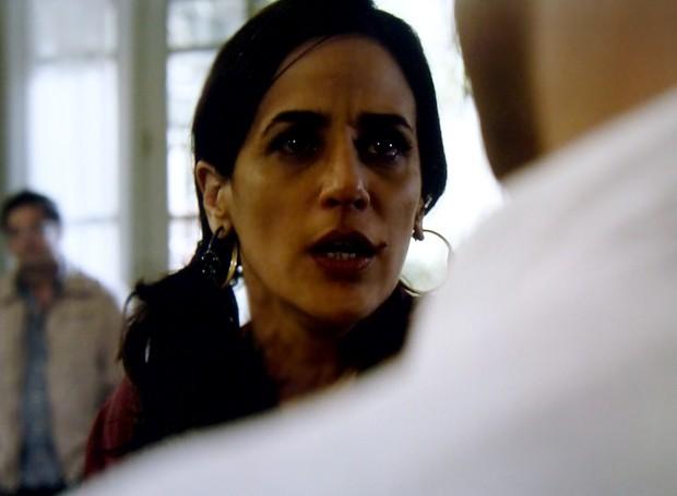 Roberta fica fora de si e fala tudo o que pensa para Adão (Foto: O Rebu / TV Globo)