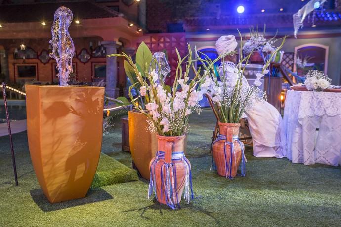 Vasos decorados com fitinhas do Senhor do Bonfim. Quem nunca amarrou uma no braço? (Foto: Artur Meninea/Gshow)