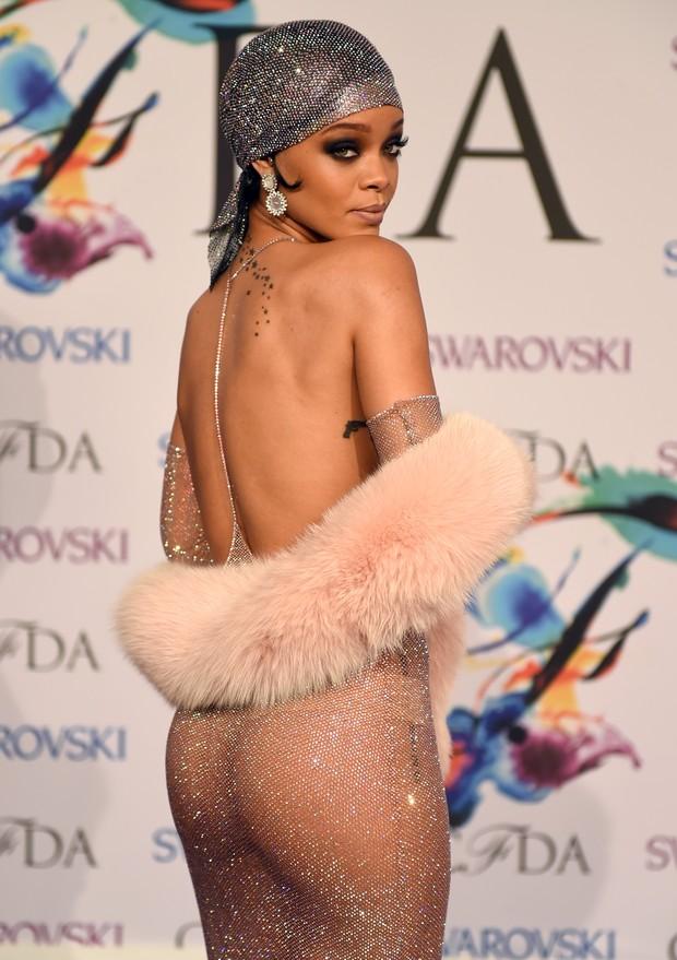 Rihanna em prêmio de moda em Nova York, nos Estados Unidos (Foto: Timothy A. Clary/ AFP)
