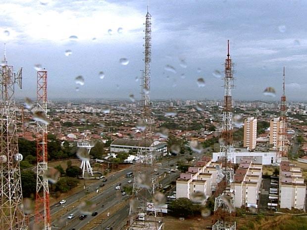 Chegada de frente fria causa chuva em Campinas (Foto: G1 / Campinas)