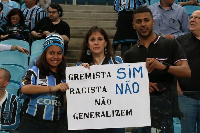Grêmio exibe mensagem contra o racismo no jogo contra o Bahia na Arena (Foto: Diego Guichard/GloboEsporte.com)