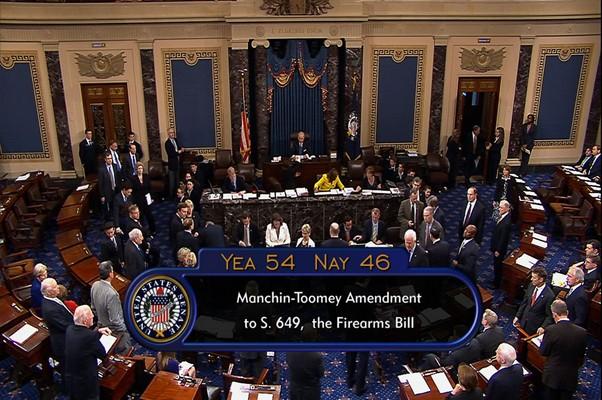 Reprodução da imagem da televisão do Senado dos EUA mostra derrota da proposta de controle de armas (Foto: Reprodução/AP/US Senate)