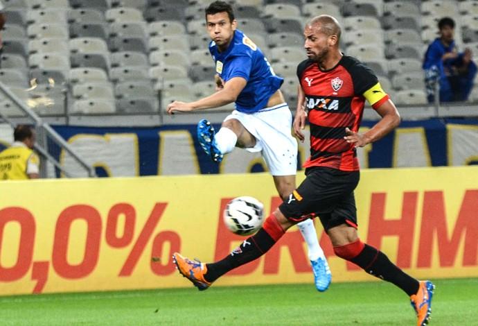 Henrique Cruzeiro e Vitória (Foto: Bruno José / Futura Press)
