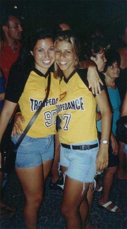 Mariana Xavier com a amiga Lelê Pingo de Mel nos tempos em que dançava lambaeróbica (Foto: Arquivo pessoal)