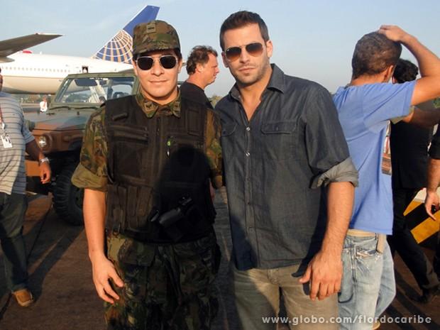 Henri Castelli e Thiago Martins na pele de Cassiano e Rodrigo (Foto: Flor do Caribe/TV Globo)
