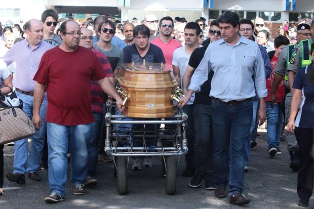 Enterro de Allana Moraes (Foto: Ruber Couto / EGO)
