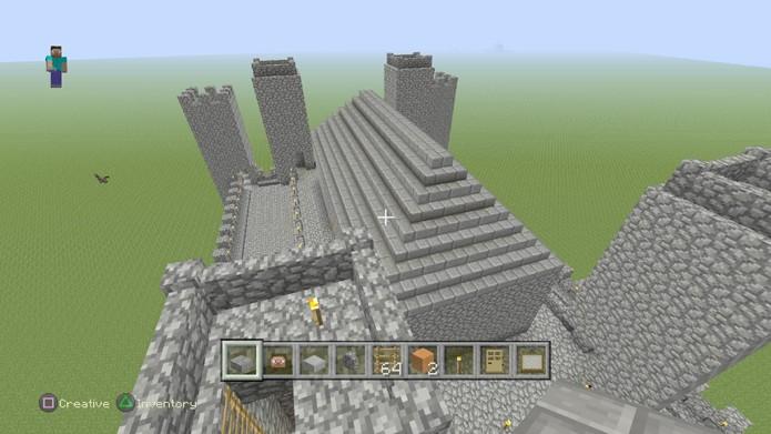 O topo de seu castelo pode ser afunilado ou com pedras alternadas (Foto: Reprodução/Rafael Monteiro)