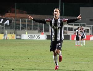Thiago Ribeiro gol Atlético-MG x Coritiba