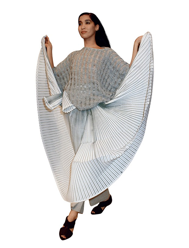 O origami fashion de Issey Miyake na passarela (Foto: .)