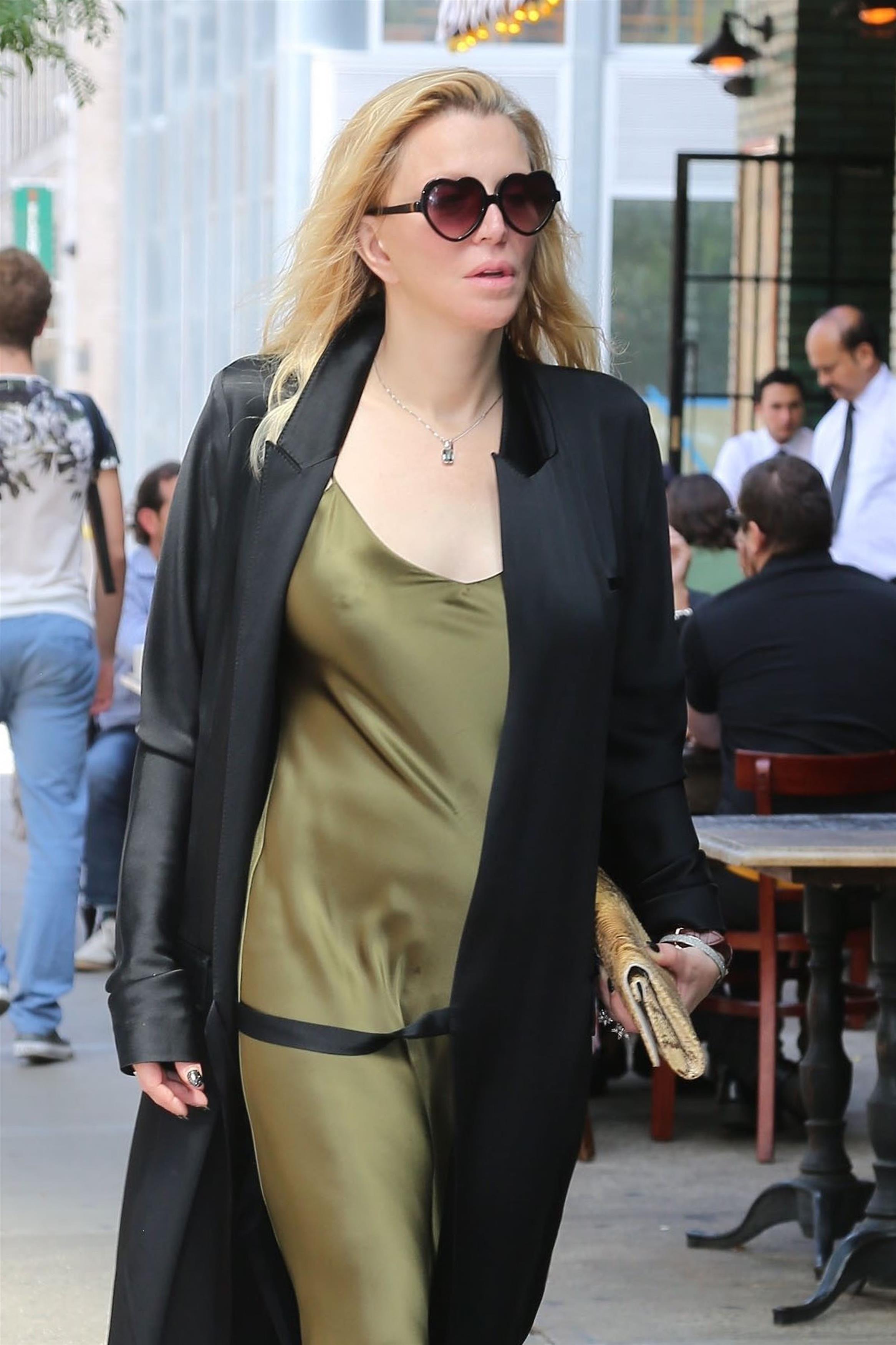 Courtney Love em Nova York (Foto: Backgrid)