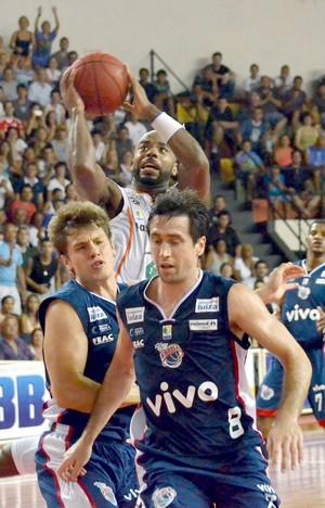 Bauru x Franca, Larry Taylor, pelo NBB (Foto: Caio Casagrande / Bauru Basket)