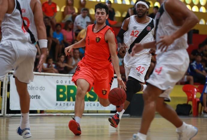 basquete liga ouro higor lima sport (Foto: Luiz Pires / Divulgação)
