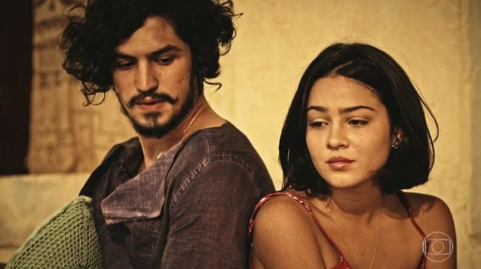 Miguel faz confissão a Olívia sobre relação com Sophie (Foto: TV Globo)