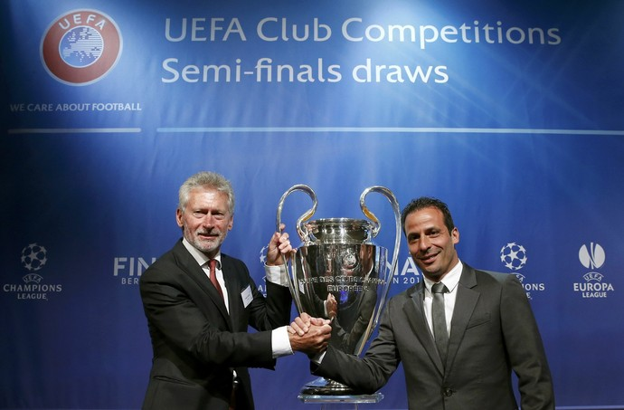 Gerd Muller Ludovic Giuly Bayern Barcelona sorteio Liga dos Campeões (Foto: Reuters)