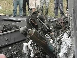 Motociclista ficou carbonizado, segundo bombeiros (Foto: Reprodução RBS TV)