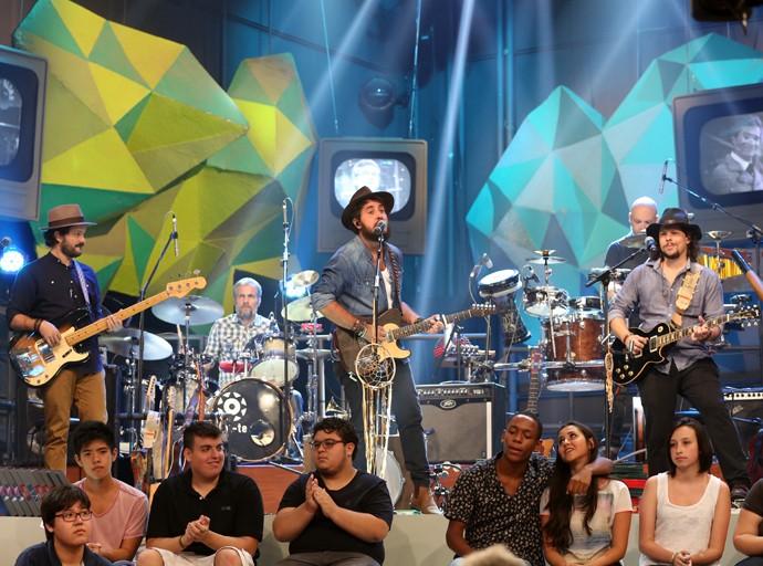 Suricato se apresenta na gravação do programa Altas Horas (Foto: Carol Caminha/Gshow)