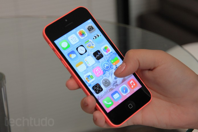 iPhone 5C, o smartphone colorido da Apple (Foto: Isadora Díaz/TechTudo)
