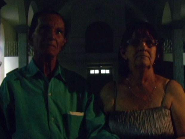 Os aposentados tiveram que se casar na escuridão em Coqueiral, MG (Foto: Reprodução EPTV)