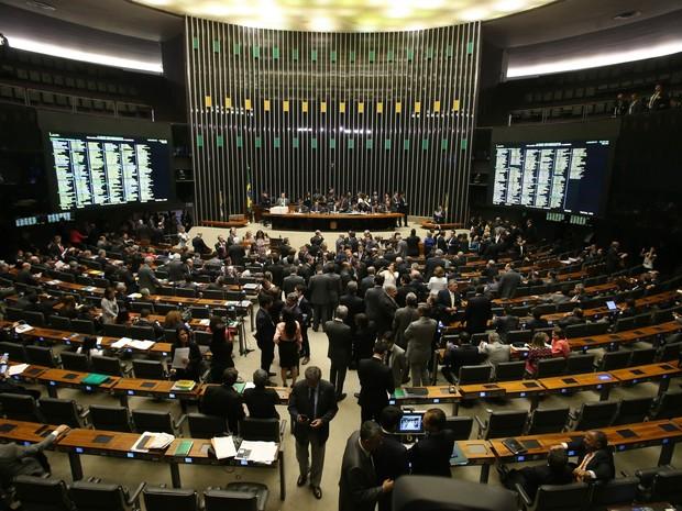 Vista do plenário da Câmara dos Deputados, em Brasília, em noite da sessão para decidir sobre a cassação do deputado afastado Eduardo Cunha (PMDB-RJ), nesta segunda-feira, 12 (Foto: André Dusek/Estadão Conteúdo)