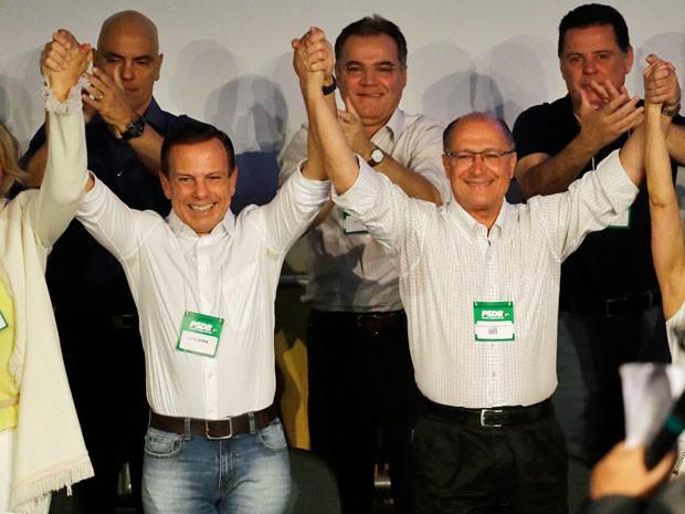 O candidato a prefeito de São Paulo João Dória e o governador Geraldo Alckmin participam da convenção do PSDB durante a tarde deste domingo (Foto: Nelson Antoine/FramePhoto/Estadão Conteúdo)