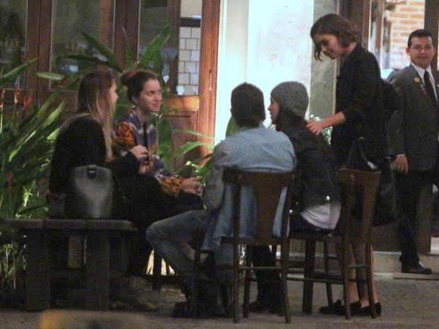 Nathalia Dill, Sophia Abrahão, Fiuk e Sophie Charlotte em restaurante no Rio (Foto: Delson Silva/ Ag. News)