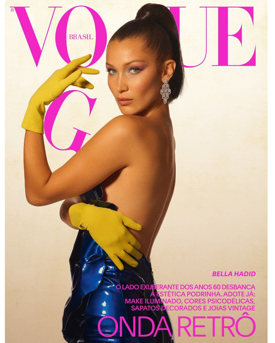 Bella Hadid (IMG), fotografada por Gui Paganini, usa vestido Saint Laurent e brinco Bulgari. Edição de moda: Yasmine Sterea. Maquiagem: Morgane Martini (The Wall Group). Cabelo: Danilo (The Wall Group). Produção executiva: Marcus Chang (Batu Projects NYC) (Foto: Gui Paganini)