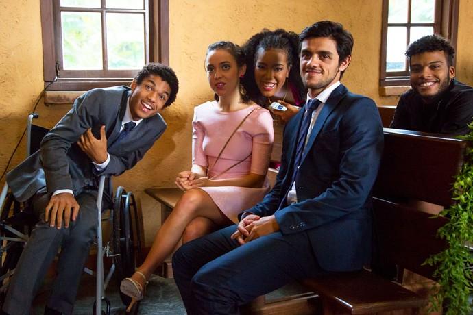 Juan, Valentina e Lellezinha posam para foto (Foto: Gshow)