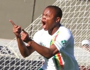 Edgar comemora gol do Sampaio Correa contra o Atlético-Go (Foto: André Costa / Agência estado)