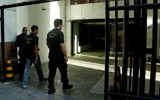 Polícia Federal faz buscas na sede da Eletronuclear, no Rio de Janeiro (Foto: Gabriel de Paiva/ Agência O Globo)