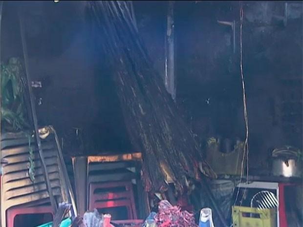Incêndio no Mercado do Ouro, em Salvador, Bahia (Foto: Reprodução TV Bahia)