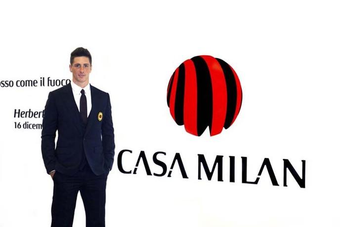 Torres é apresentado na sede do clube, a Casa Milan (Foto: Divulgação / AC Milan)