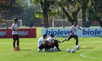 Flamengo treino (Foto: Fred Gomes/ GloboEsporte.com)
