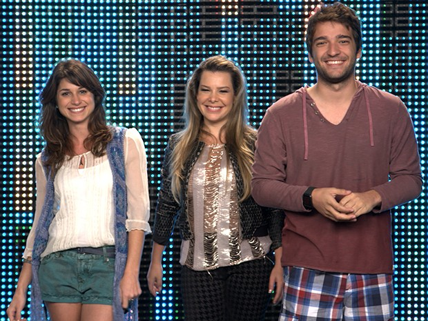 Manu e Davi recebem Fernanda Souza no palco do reality para lançar o terceiro desafio do Filma-e (Foto: Parker TV)
