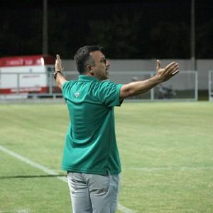 Fabio Luiz quer reforços para o Manaus FC (Foto: Marcos Dantas)